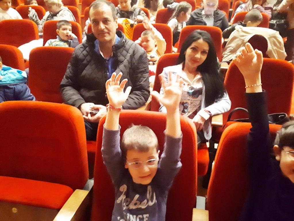 Кметът Николай Чунчуков и деца от Източен заедно на мюзикъл-1