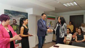 Кметът Николай Чунчуков отличи учители от Източен за 24 май