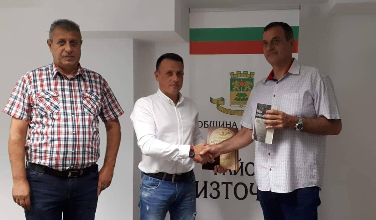 Николай Чунчуков връчи почетен плакет на началника на Шесто районно