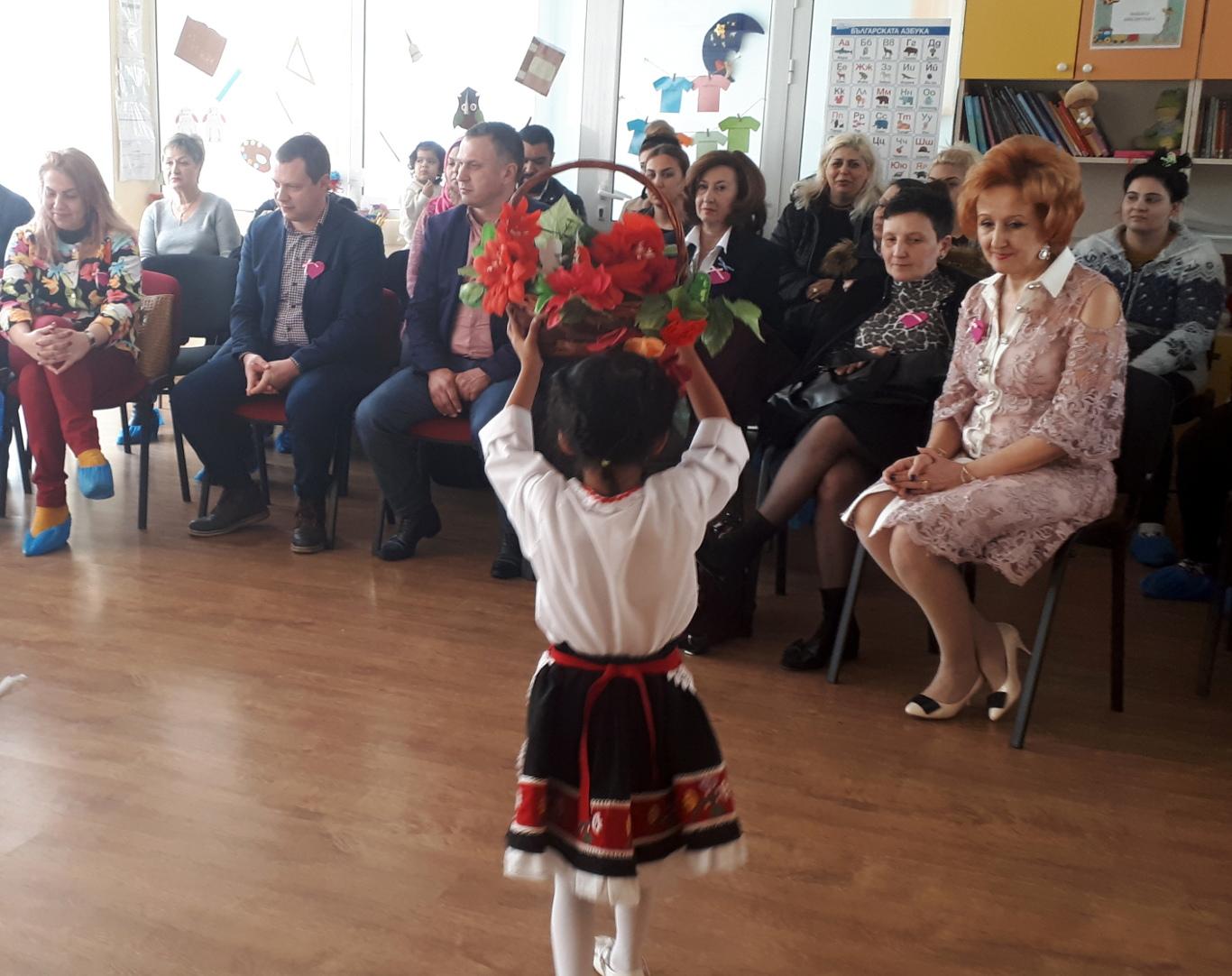 Иван Стоянов на празник на розовата фланелка в ДГ Щастливо детство-4
