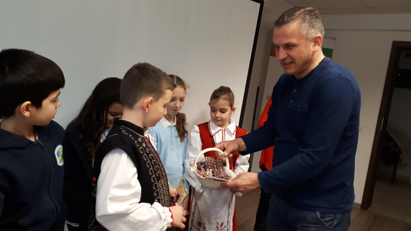 Закичиха с мартеници Иван Стоянов в Източен