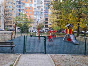 Нова детска площадка и игрище в Източен